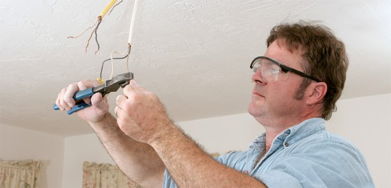 Residential-Facilities-Management-electricians
